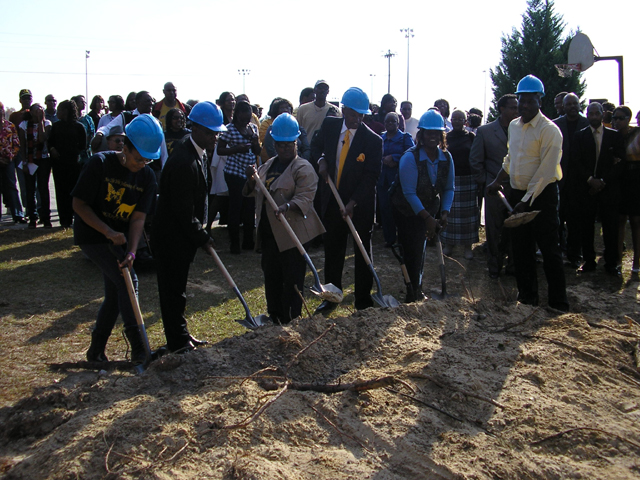 newlife_groundbreak_20100008
